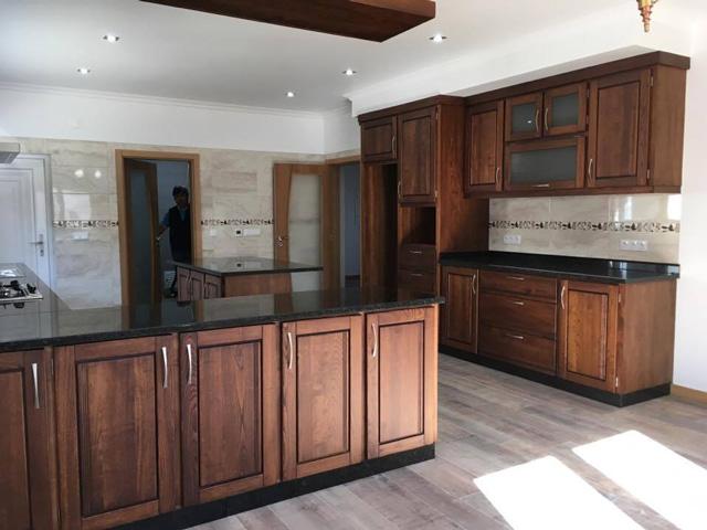 Cozinha em madeira maciça